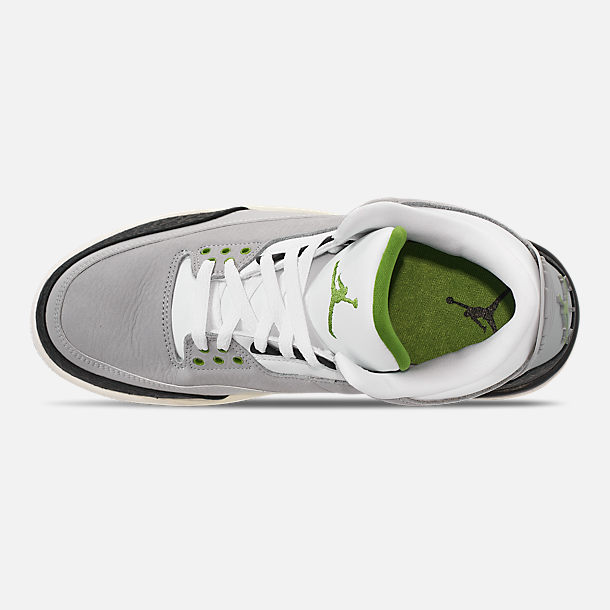 Top view of Men's Air Jordan Retro 3 Basketball Shoes in Light Smoke Grey/Chlorophyll/Black