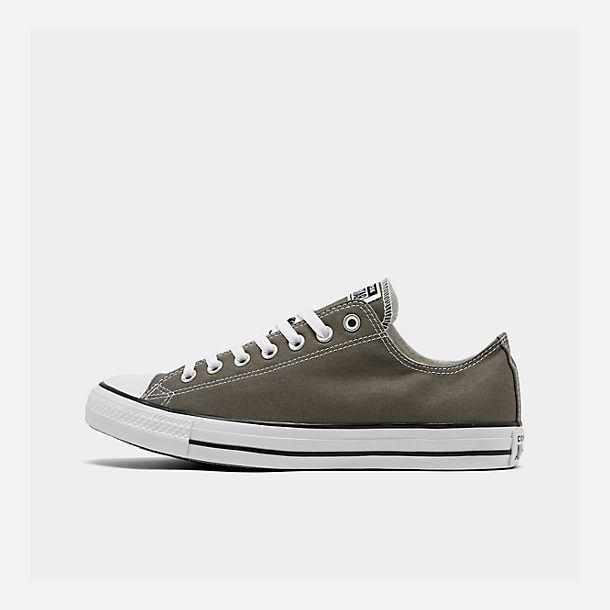 Right view of Men's Converse Chuck Taylor Low Top Casual Shoes in Charcoal