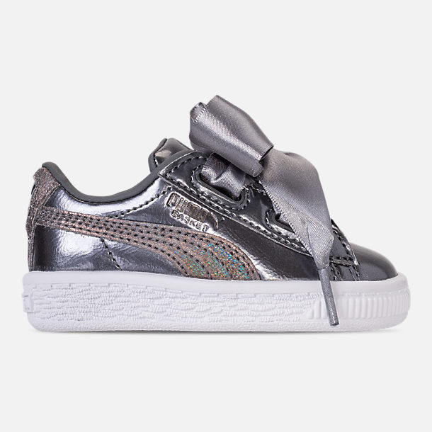 Right view of Girls' Toddler Puma Basket Heart LunaLux Casual Shoes in Smoked Pearl