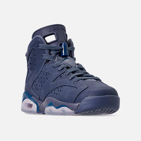 Three Quarter view of Big Kids' Air Jordan Retro 6 Basketball Shoes in Diffused Blue/Court Blue