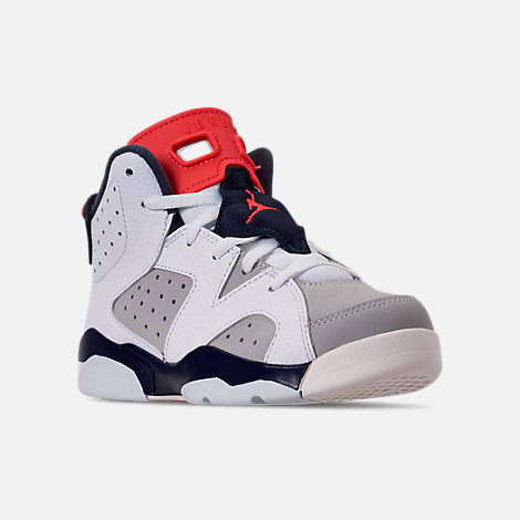 Three Quarter view of Little Kids' Air Jordan Retro 6 Basketball Shoes in White/Infrared 23/Neutral Grey/Obsidian