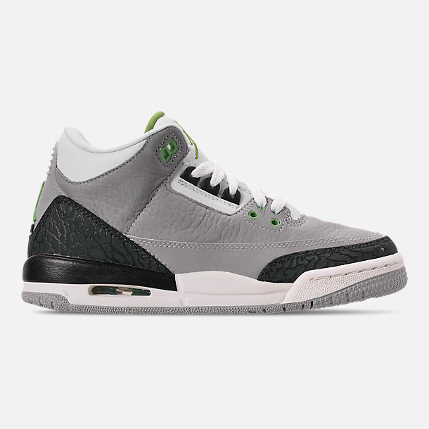 Right view of Big Kids' Air Jordan Retro 3 Basketball Shoes in Light Smoke Grey/Chlorophyll/Black/Grey