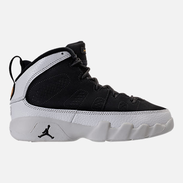 Right view of Kids' Preschool Air Jordan Retro 9 Basketball Shoes in Black/Summit White/Metallic Gold