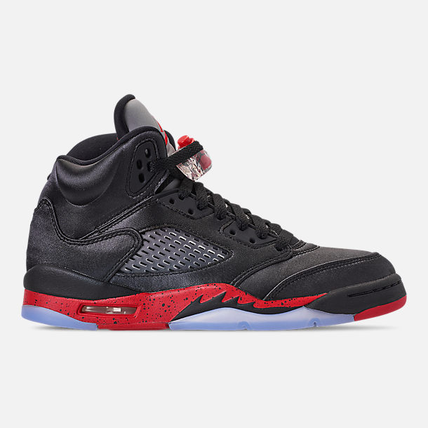 Right view of Big Kids' Air Jordan Retro 5 Basketball Shoes in Black/University Red