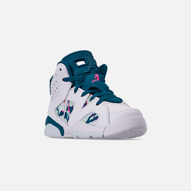 Three Quarter view of Girls' Little Kids' Air Jordan Retro 6 Basketball Shoes in White/Laser Fuchsia/Green Abyss