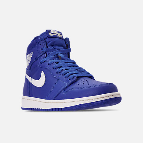 Three Quarter view of Men's Air Jordan 1 Retro High OG Basketball Shoes in Hyper Royal