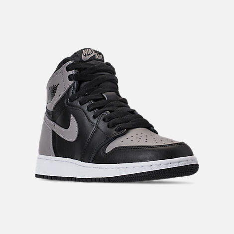 Three Quarter view of Kids' Grade School Air Jordan Retro 1 High OG Casual Shoes in Black/Medium Grey/White/Shadow