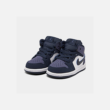 Three Quarter view of Kids' Toddler Air Jordan 1 Mid Retro Basketball Shoes in Obsidian/Obsidian/Sanded Purple/White