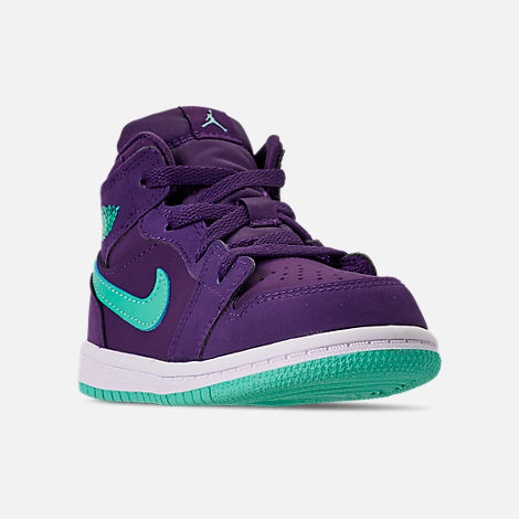 Three Quarter view of Girls' Toddler Air Jordan 1 Mid Casual Shoes in Ink/Emerald Rise/White