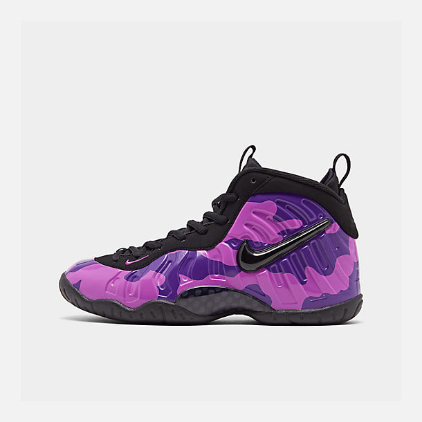 Right view of Big Kids' Nike Little Posite Pro Basketball Shoes in Black/Court Purple/Hyper Violet