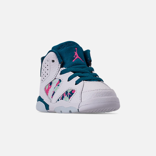 Three Quarter view of Girls' Toddler Air Jordan Retro 6 Basketball Shoes in White/Laser Fuchsia/Green Abyss