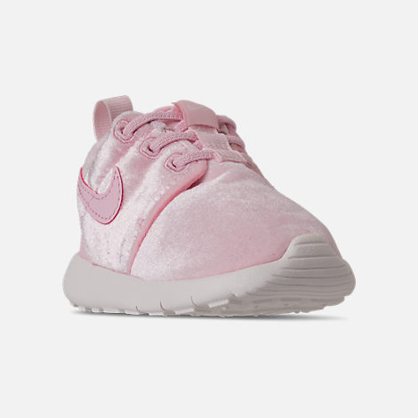 Three Quarter view of Girls' Toddler Nike Roshe One Casual Shoes in Arctic Pink/Sail