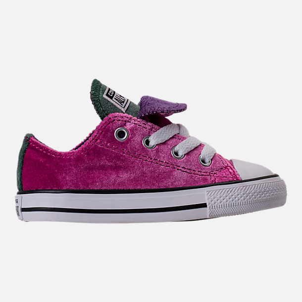 Right view of Girls' Toddler Converse Chuck Taylor All Star Velvet Double Tongue Casual Shoes in Pink Sapphire/Deep Emerald