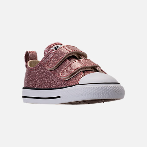 Three Quarter view of Girls' Toddler Converse Chuck Taylor Ox Glitter Hook-and-Loop Strap Casual Shoes in Rose Gold/Natural/White