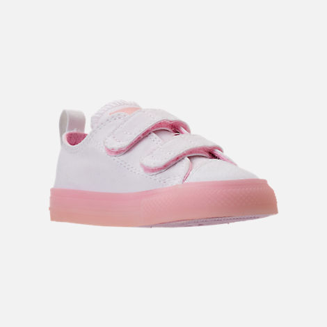 Three Quarter view of Girls' Toddler Converse Chuck Taylor All Star Ox Hook-and-Loop Casual Shoes in White/Cherry Blossom