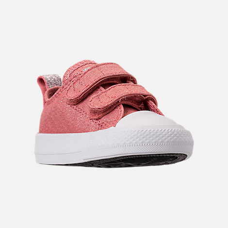 Three Quarter view of Girls' Toddler Converse Chuck Taylor OX 2V Casual Shoes in Rust Pink/White