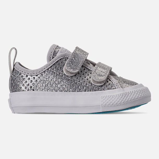 Right view of Girls' Toddler Converse Chuck Taylor Low Top 2V Hook-and-Loop Casual Shoes in Silver/Gnarly Blue/White