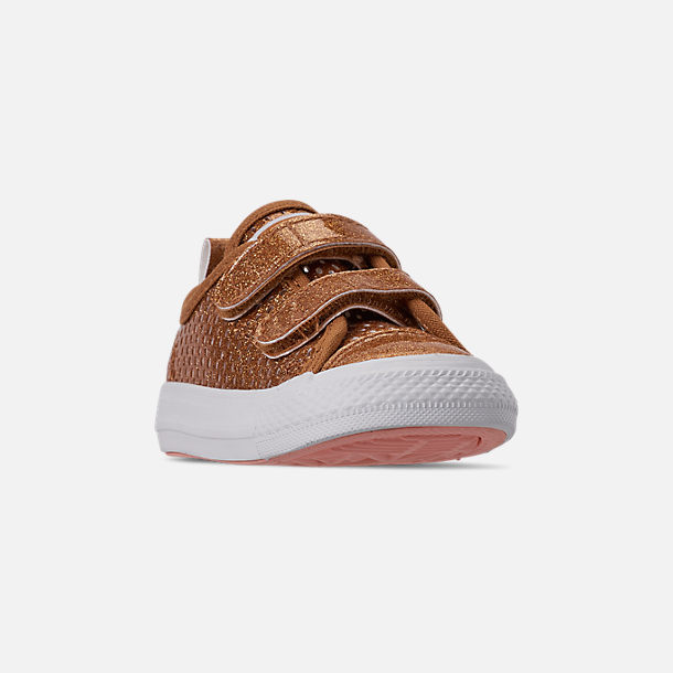Three Quarter view of Girls' Toddler Converse Chuck Taylor Ox 2V Hook-and-Loop Casual Shoes in Bronze/Raw Sugar/White