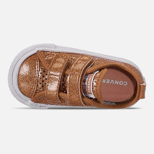 Top view of Girls' Toddler Converse Chuck Taylor Ox 2V Hook-and-Loop Casual Shoes in Bronze/Raw Sugar/White