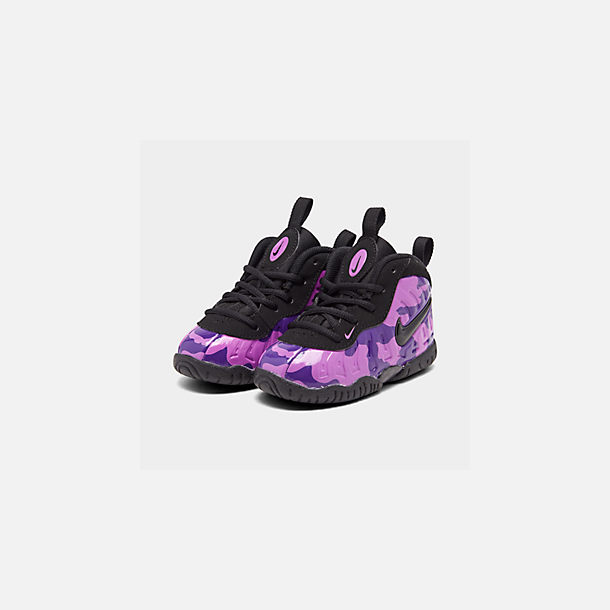 Three Quarter view of Kids' Toddler Nike Little Posite Pro Basketball Shoes in Black/Court Purple/Hyper Violet