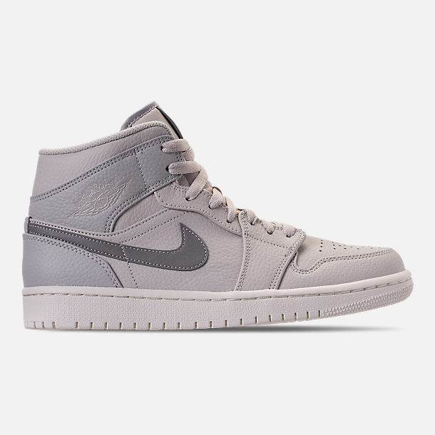 Right view of Men's Air Jordan Retro 1 Mid Premium Basketball Shoes in Light Bone/Grey Fog/Reflect Silver