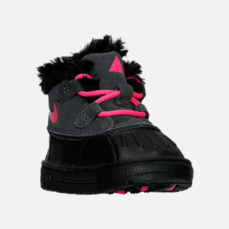 Three Quarter view of Girls' Toddler Nike Woodside Chukka 2 Boots in Anthracite/Hyper Pink/Black