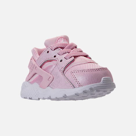 Three Quarter view of Girls' Toddler Nike Huarache Run SE Running Shoes in Prism Pink/White
