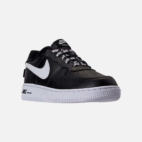 Three Quarter view of Boys' Preschool Nike NBA Force 1 Low LV8 Casual Shoes in Black/White