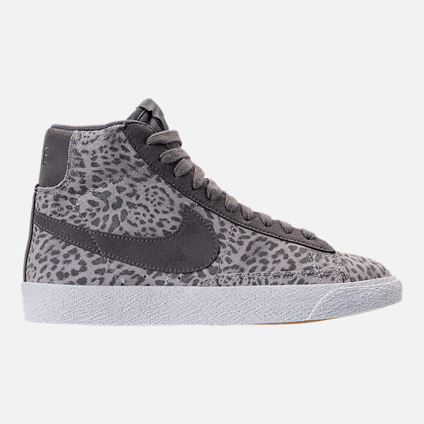 Right view of Girls' Grade School Nike Blazer Mid SE Casual Shoes in Atmosphere Grey/Gunsmoke/Gum Light