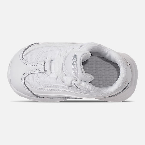 Top view of Kids' Toddler Nike Air Max 95 Casual Shoes in White/White/Metallic Silver