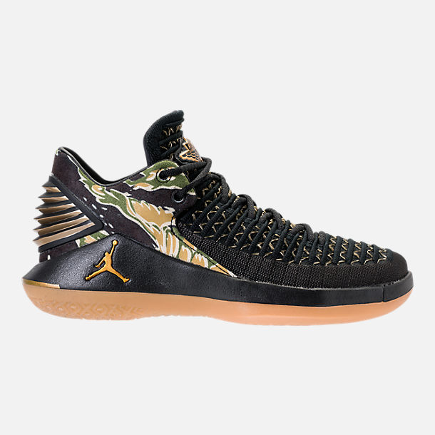 Right view of Boys' Grade School Air Jordan XXXII Low Basketball Shoes in Black/Metallic Gold/White