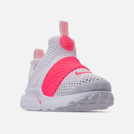 Three Quarter view of Girls' Toddler Nike Presto Extreme SE Running Shoes in White/Racer Pink/Rush Pink