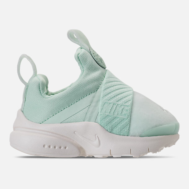 Right view of Girls' Toddler Nike Presto Extreme SE Running Shoes in Igloo/Sail