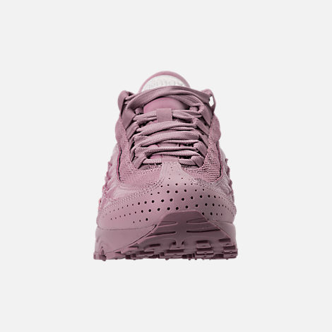 Front view of Girls' Grade School Nike Air Max 95 SE Casual Shoes in Elemental Rose/Elemental Rose