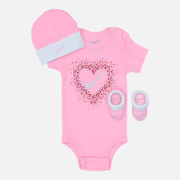 Front view of Girls' Infant Nike Glitter Hearts 3-Piece Box Set in Pink/White/Glitter