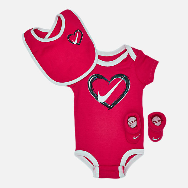 00829d71f Front view of Infant Nike Heart 3-Piece Box Set in Rush Pink/White
