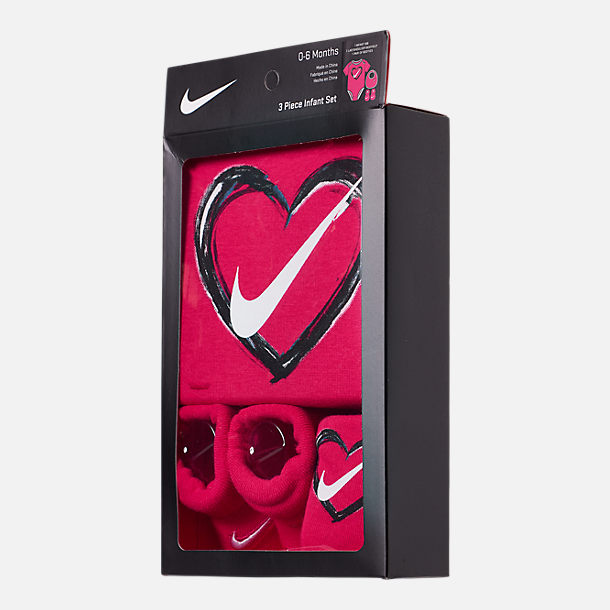 Back view of Infant Nike Heart 3-Piece Box Set in Rush Pink/White
