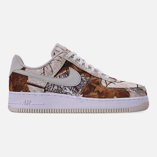 Right view of Men's Nike Air Force 1 '07 LV8 3 Casual Shoes in White/Light Bone