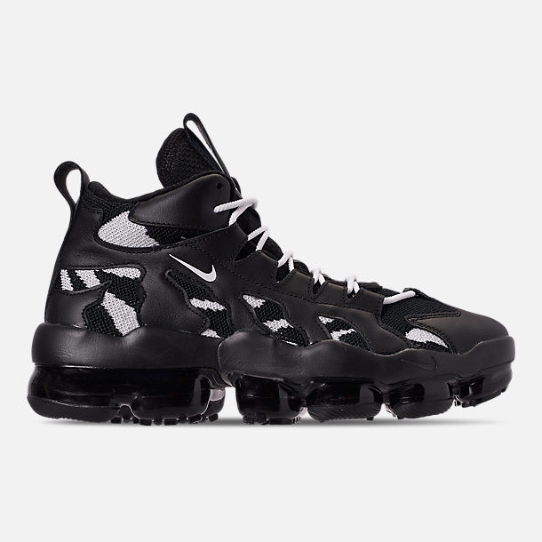 Right view of Men's Nike Air VaporMax Gliese Casual Shoes in Black/White