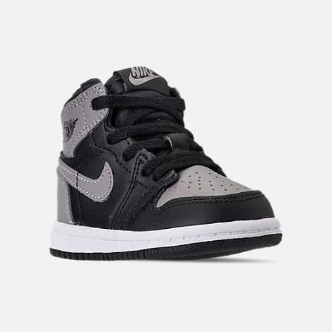 Three Quarter view of Kids' Toddler Air Jordan Retro 1 High OG Casual Shoes in Black/Medium Grey/White/Shadow
