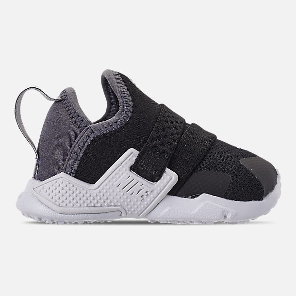 Right view of Kids' Toddler Nike Huarache Extreme SE Casual Shoes in Black/Metallic Silver/Dark Grey