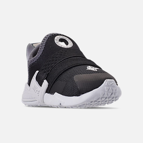 Three Quarter view of Kids' Toddler Nike Huarache Extreme SE Casual Shoes in Black/Metallic Silver/Dark Grey