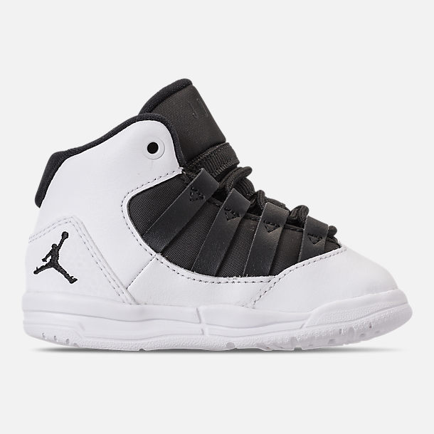 Right view of Boys' Toddler Jordan Max Aura Basketball Shoes in White/Black/Black