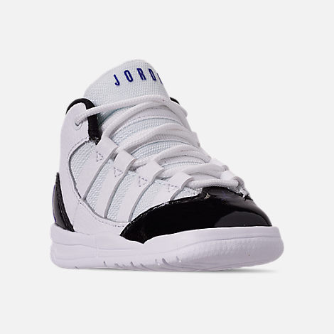 Three Quarter view of Boys' Toddler Jordan Max Aura Basketball Shoes in White/Dark Concord/Black