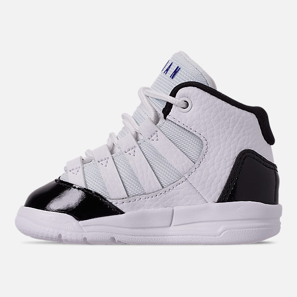 Left view of Boys' Toddler Jordan Max Aura Basketball Shoes in White/Dark Concord/Black