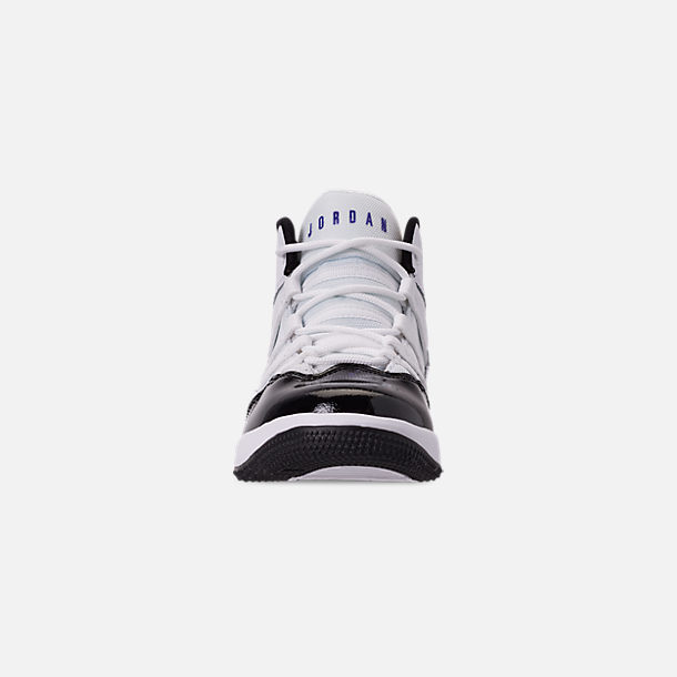 Front view of Boys' Little Kids' Jordan Max Aura Basketball Shoes in White/Dark Concord/Black
