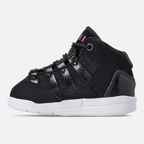 Left view of Girls' Toddler Jordan Max Aura Basketball Shoes in Black/White/Rush Pink