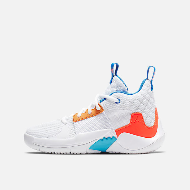 Right view of Boys' Little Kids' Air Jordan Why Not Zer0.2 Basketball Shoes in White/Total Crimson/Tidal Blue
