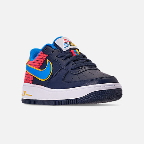 Three Quarter view of Boys' Big Kids' Nike Air Force 1 Now Casual Shoes in Obsidian/Photo Blue/Bright Crimson