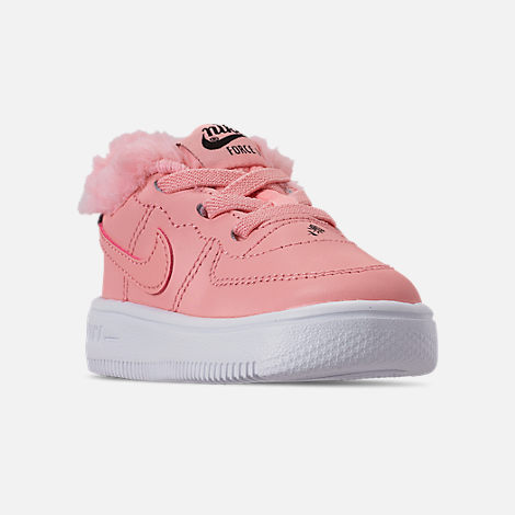 Three Quarter view of Girls' Toddler Nike Air Force 1 '18 Casual Shoes in Bleached Coral/Bleached Coral/Black